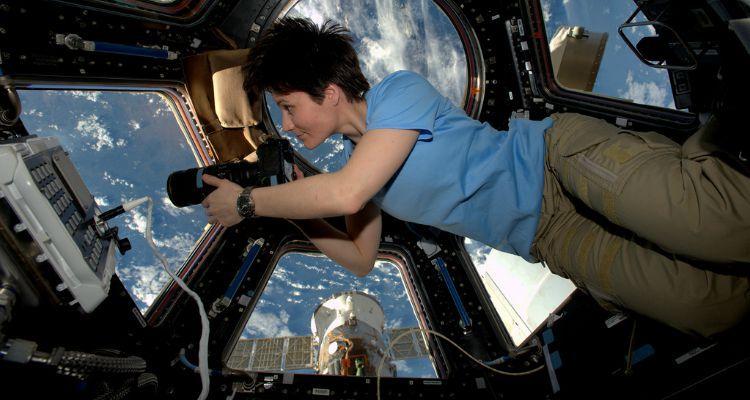 ¿Qué hace una astronauta en el espacio si tiene la mentruación?